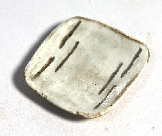 画像1: 陶芸・粉引角皿6本短線(特価)