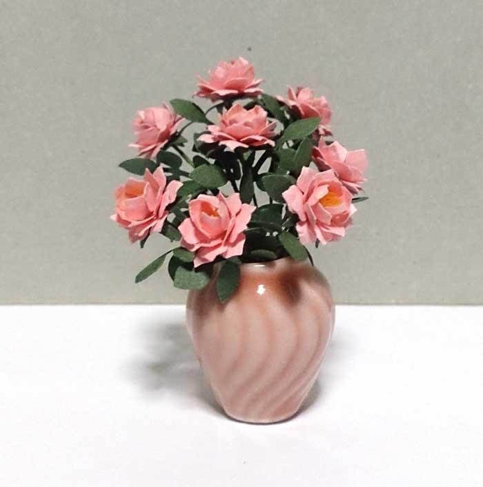 画像1: 大輪バラ 花瓶入り・ピンク