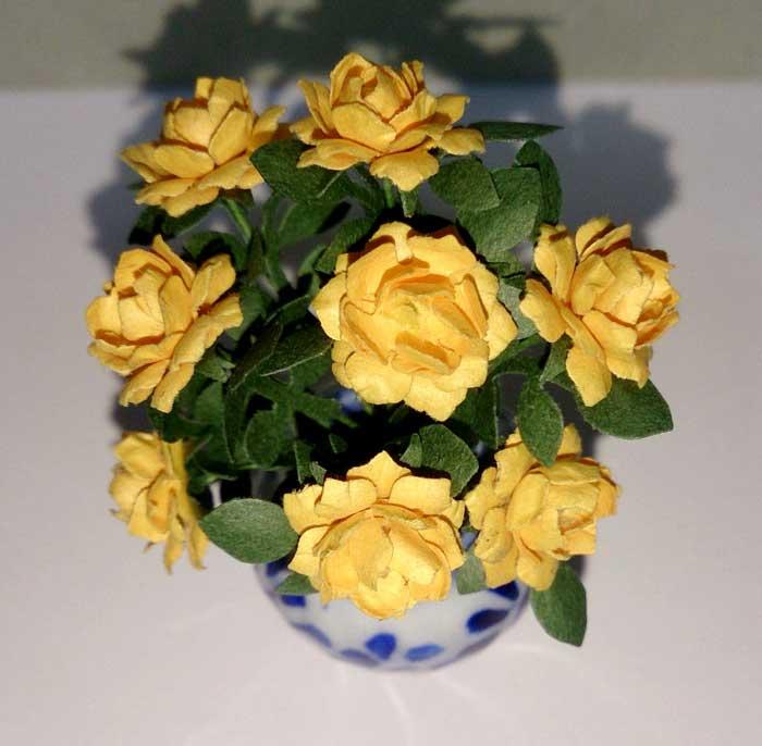 画像2: 大輪バラ 花瓶入り・イエロー