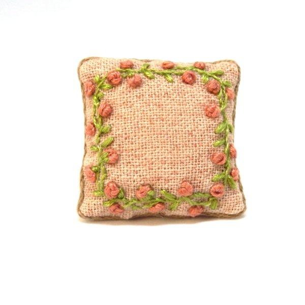 画像1: クッション ピンク花刺繍