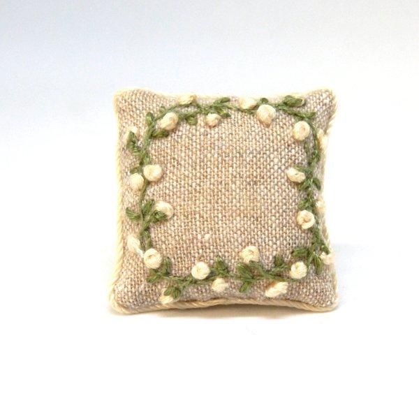 画像1: クッション 白花刺繍