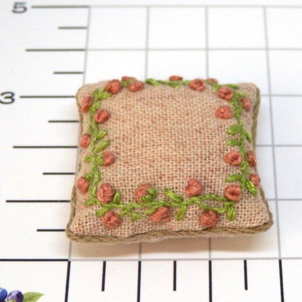 画像2: クッション ピンク花刺繍