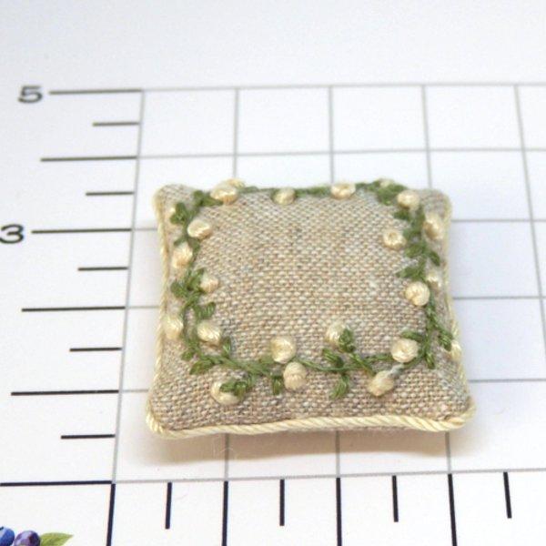 画像2: クッション 白花刺繍