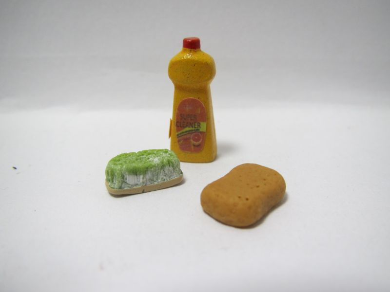 画像1: 洗剤とタワシ