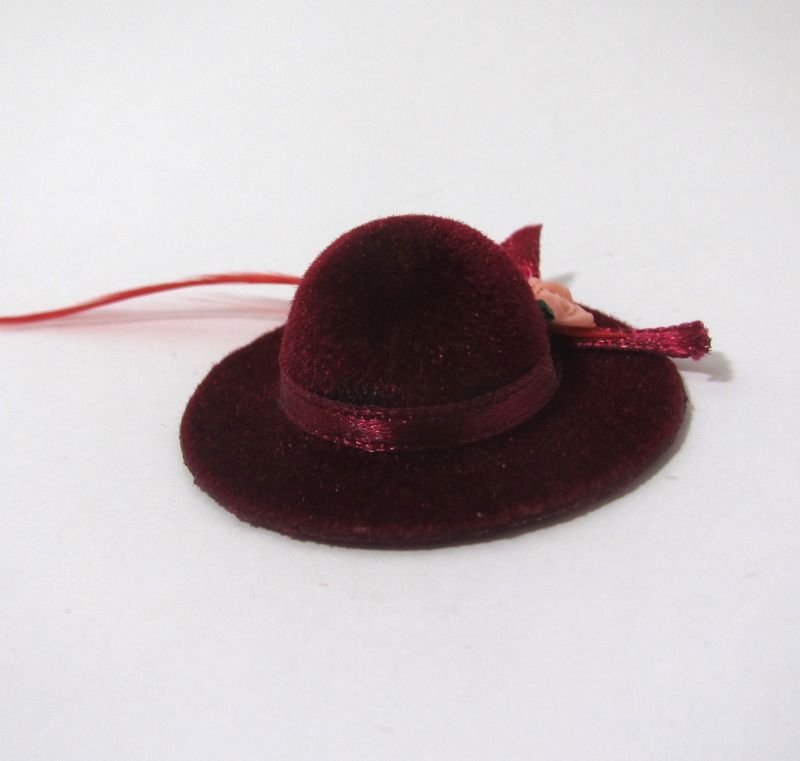 画像1: 赤い羽の帽子