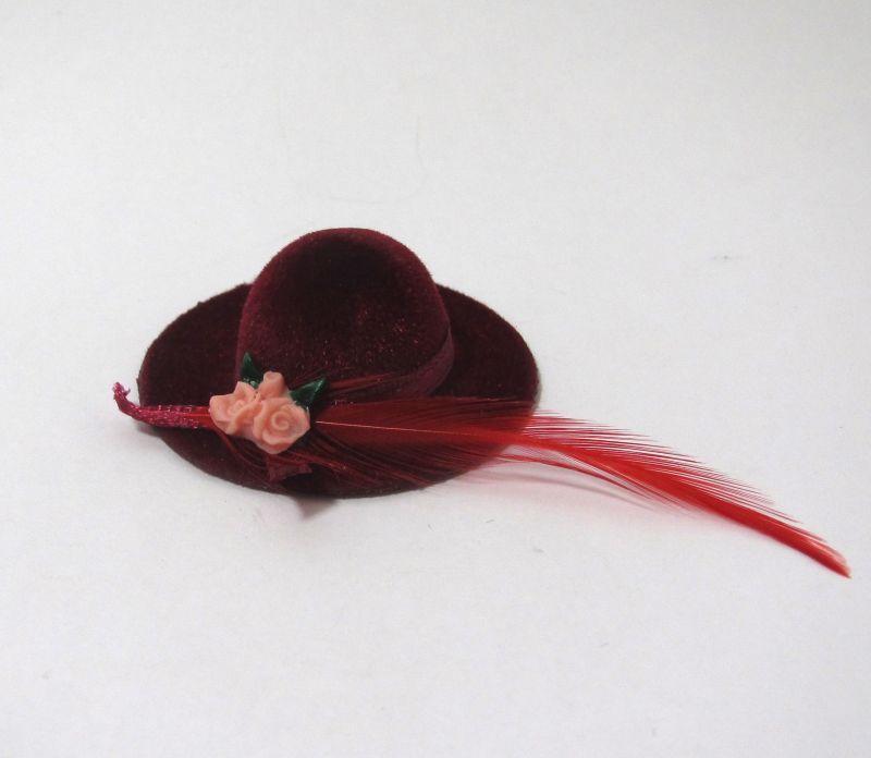 画像2: 赤い羽の帽子