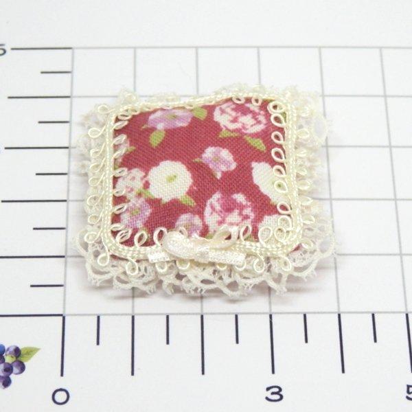 画像2: クッション 赤花柄