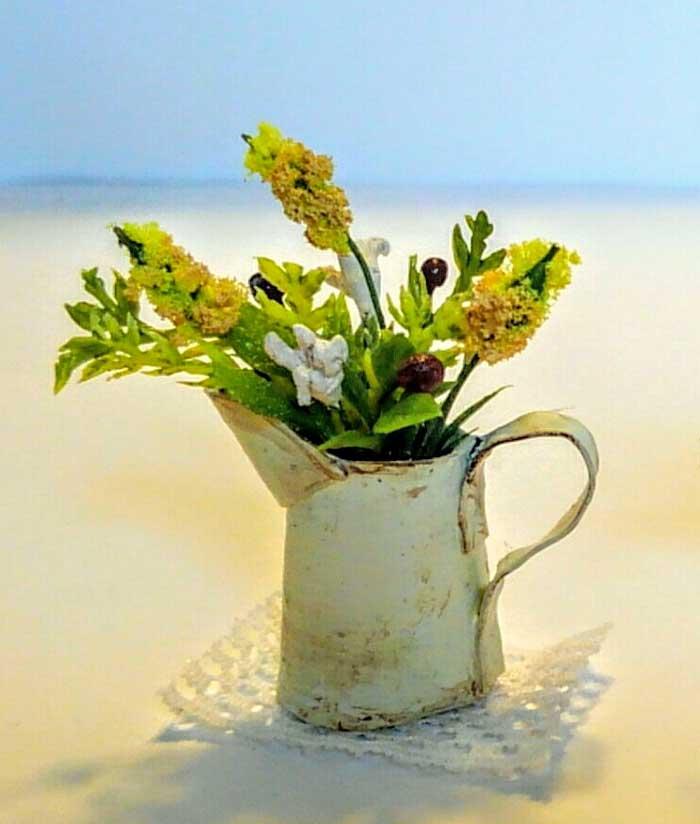 画像1: ジャグに活けた野の花(黄色)