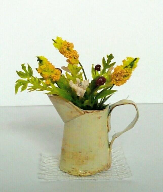 画像2: ジャグに活けた野の花(黄色)