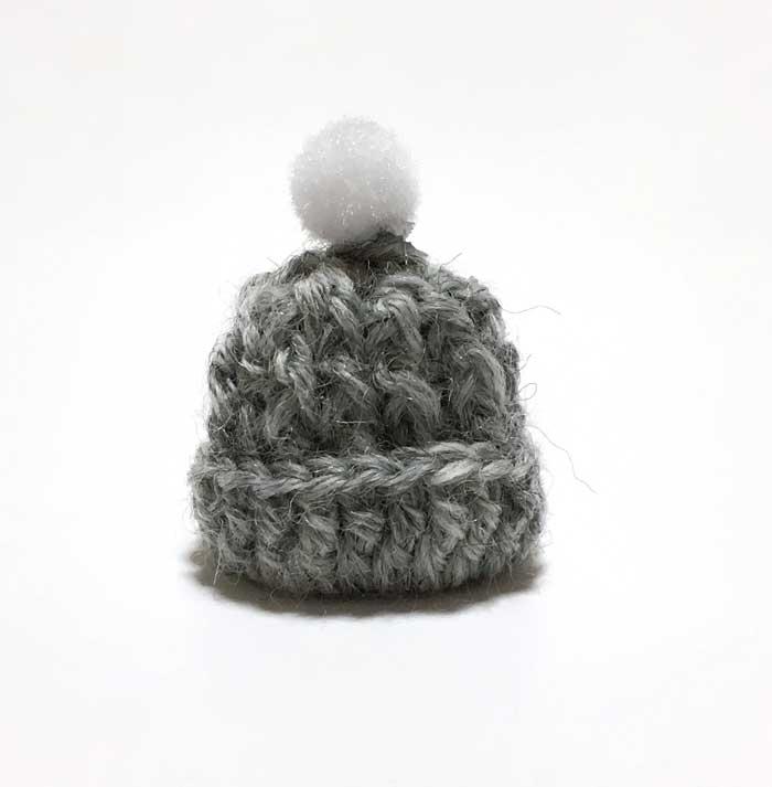 画像1: ポンポンつき ニット帽 (グレー)