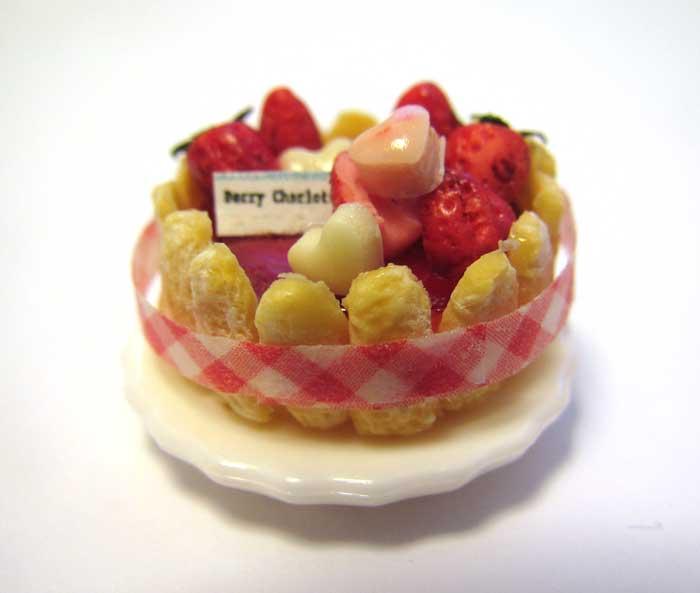 画像1: ストロベリーシャルロットケーキ