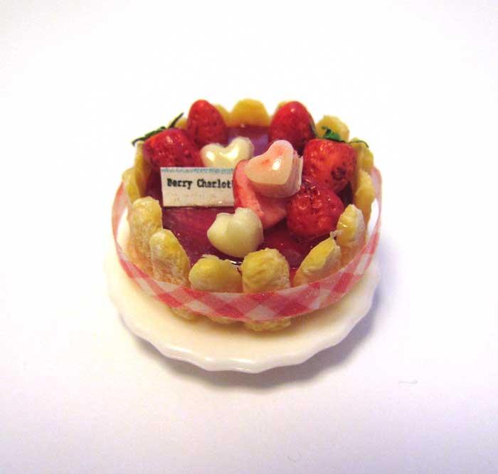 画像2: ストロベリーシャルロットケーキ