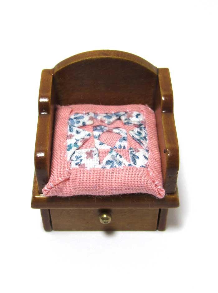 画像1: キルトクッション付き座椅子・ 濃ピンク
