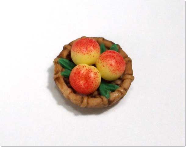 画像1: カゴ入り桃