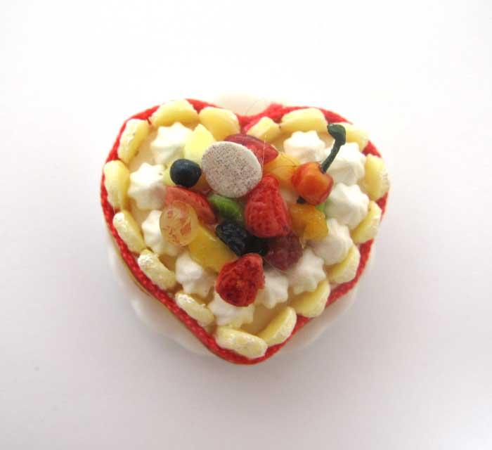 画像1: ハートのフルーツシャルロットケーキ