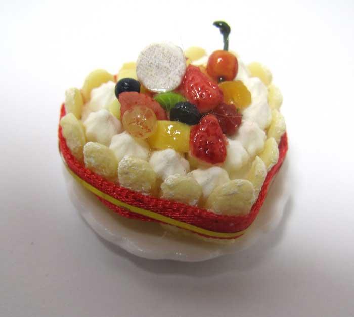 画像2: ハートのフルーツシャルロットケーキ