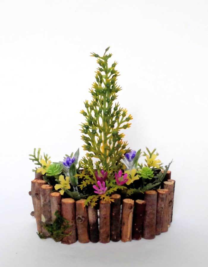 画像1: コニファーの花壇
