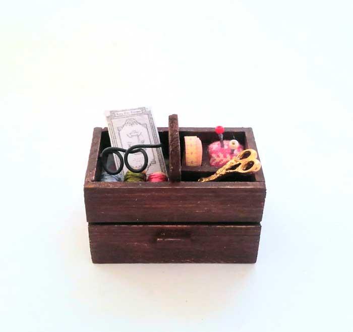 画像1: おばあちゃんの裁縫箱(小物つき)