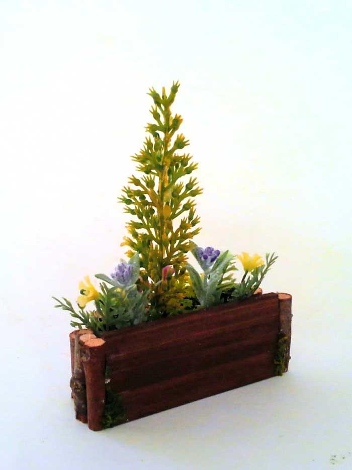 画像4: コニファーの花壇