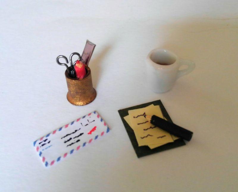 画像2: デスクの小物たち