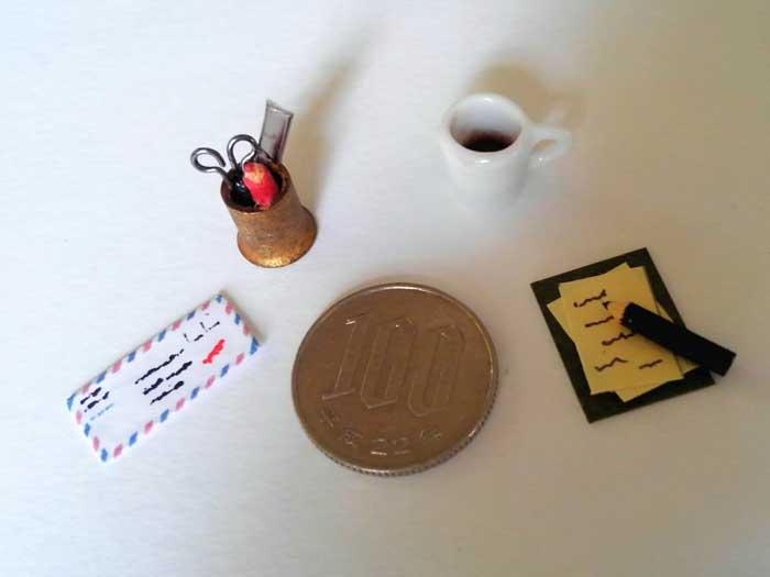 画像3: デスクの小物たち