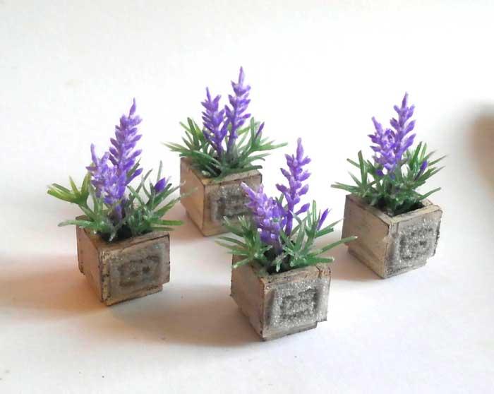 画像3: ラベンダーの小さな鉢植え(ウッドボックス)