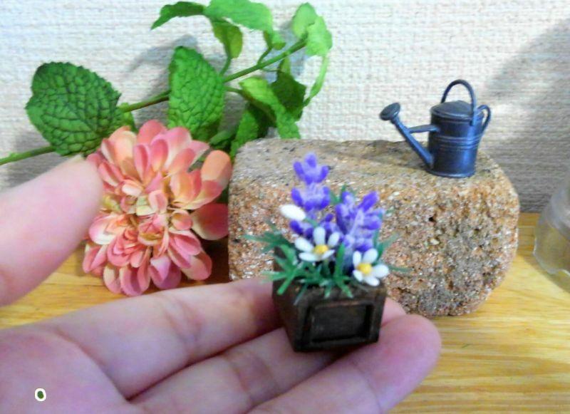 画像3: ウッドボックスの紫色と白い花