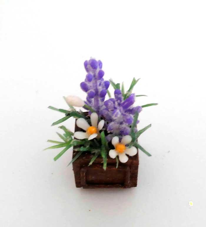 画像1: ウッドボックスの紫色と白い花