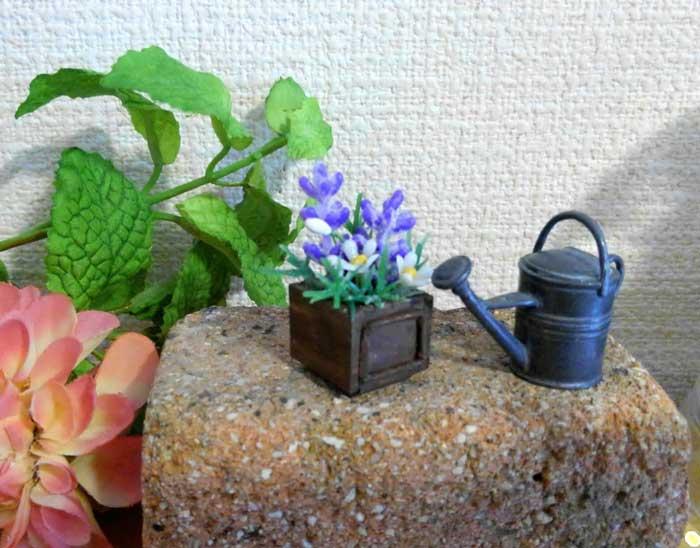 画像5: ウッドボックスの紫色と白い花