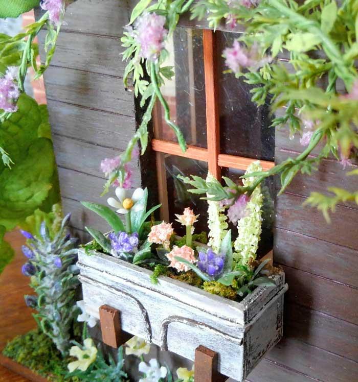 画像3: ウインドウボックス(4種の花の寄せ植え)
