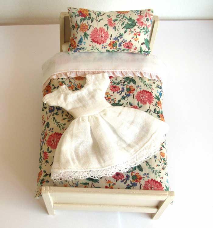 画像1: ベッド&お布団セット(リバティ花柄)