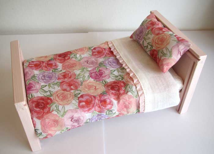 画像3: ベッド&お布団セット(ピンクバラ柄)