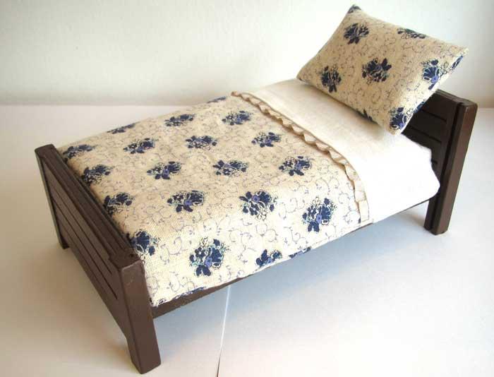 画像2: ベッド&お布団セット(白地紺花柄)