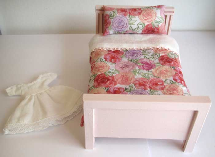 画像2: ベッド&お布団セット(ピンクバラ柄)