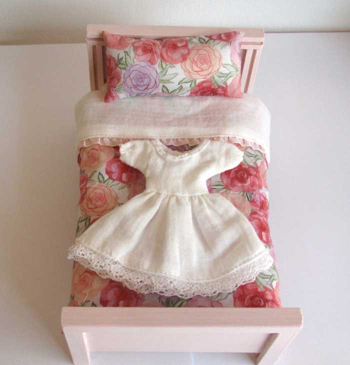 画像1: ベッド&お布団セット(ピンクバラ柄)