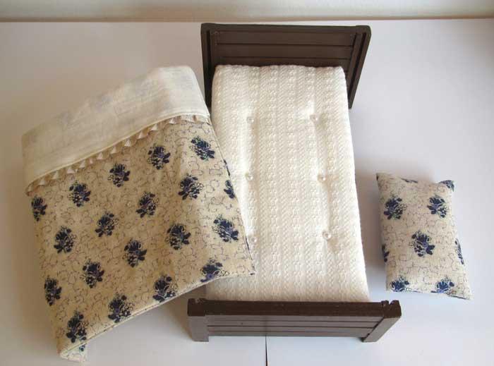 画像5: ベッド&お布団セット(白地紺花柄)