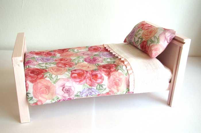 画像4: ベッド&お布団セット(ピンクバラ柄)