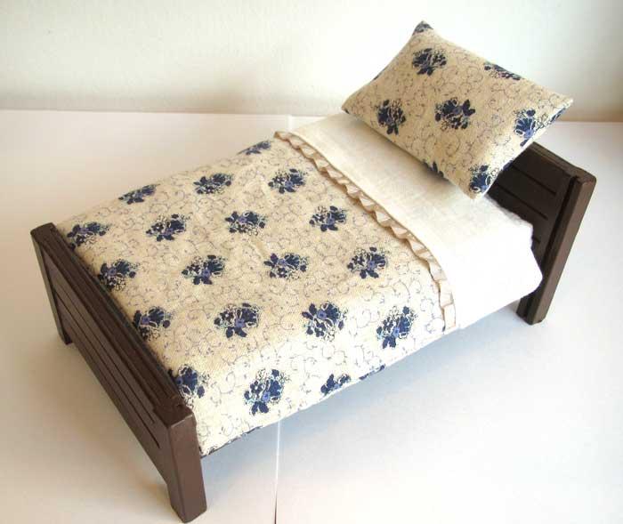 画像3: ベッド&お布団セット(白地紺花柄)