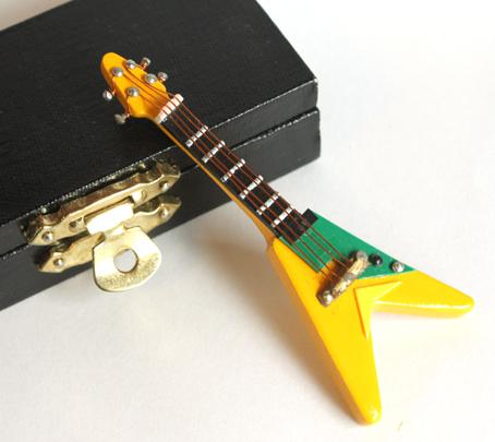 画像2: エレキギター・フライング V・イエロー