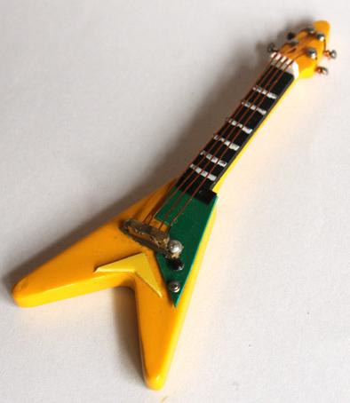画像1: エレキギター・フライング V・イエロー