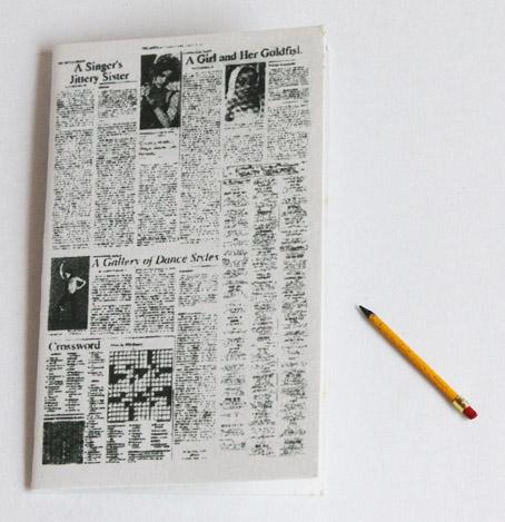 画像2: 新聞とエンピツ