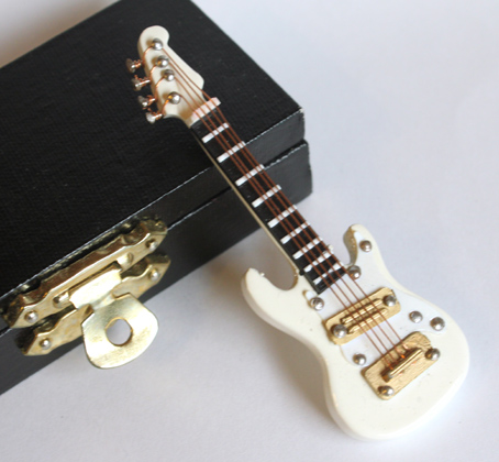 画像2: エレキギター・ストラト・ホワイト