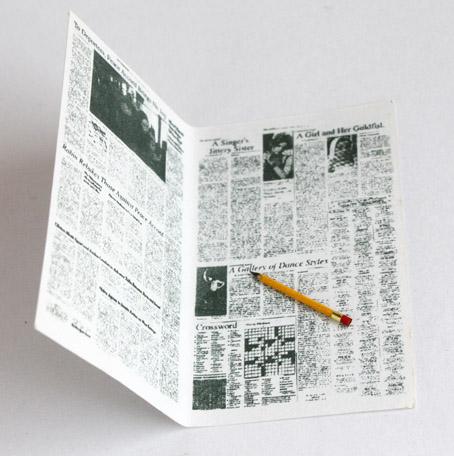 画像1: 新聞とエンピツ