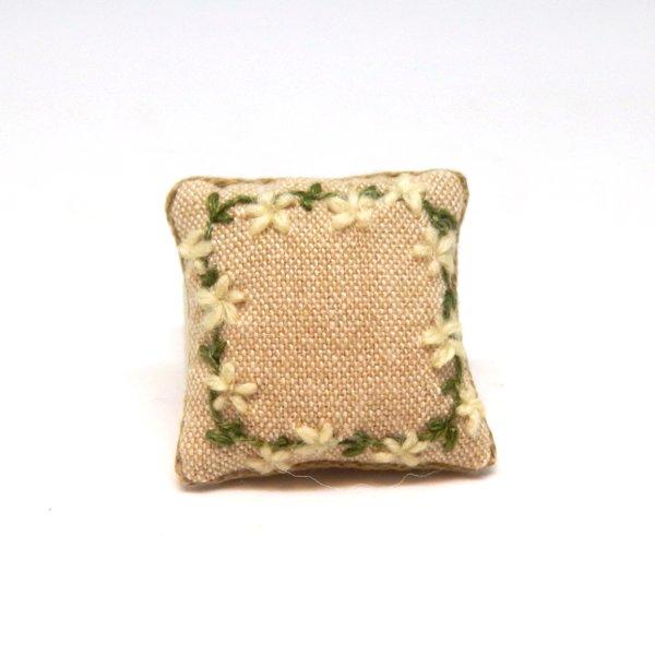 画像1: クッション 亜麻色 刺繍